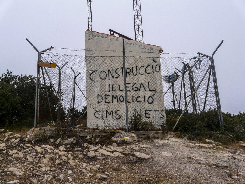 """El cim de la serra dels Plans torna a formar part de la xarxa """"Muntanyes Netes"""""""